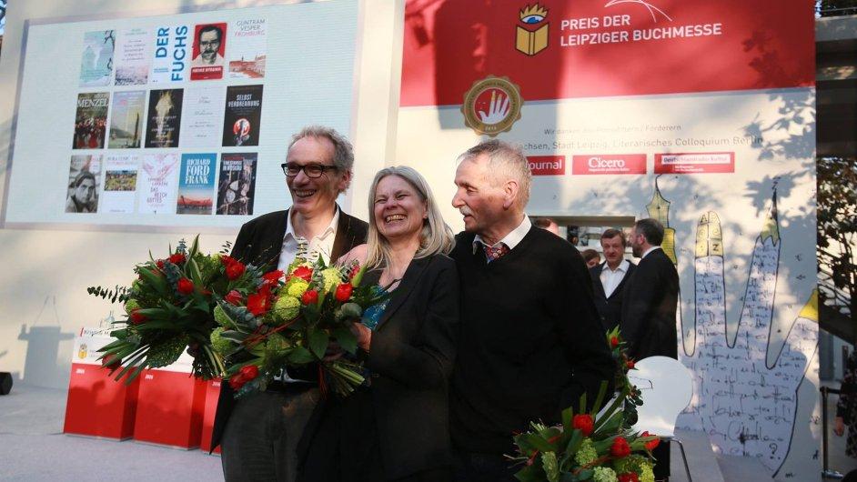 Na snímku vítězové cen Lipského knižního veletrhu Jürgen Goldstein, Brigitte Döbertová a Guntram Vesper.