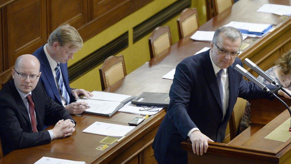 Zleva premiér Bohuslav Sobotka