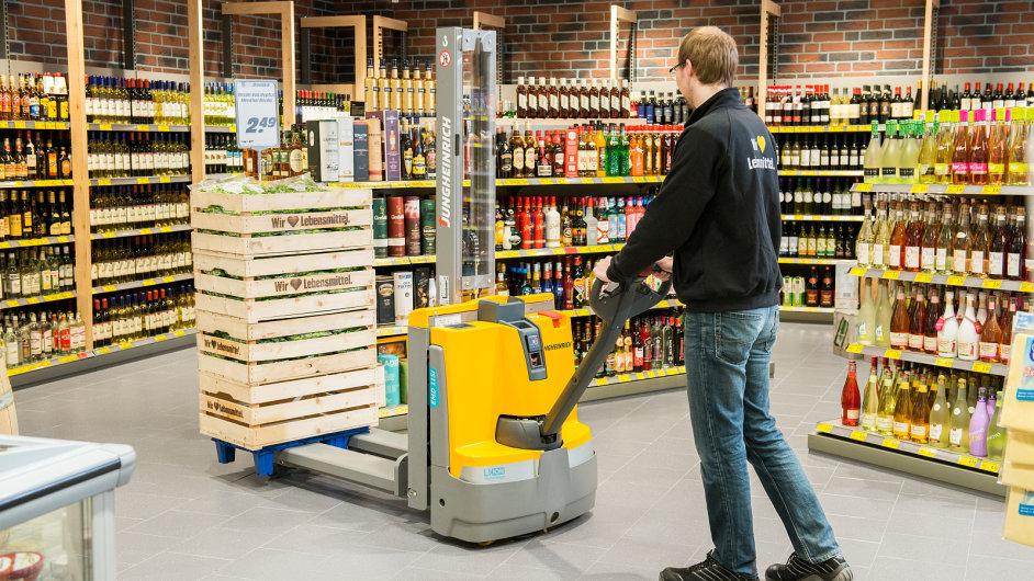 Vozík je vhodný například pro manipulaci se zbožím přímo v prodejnách