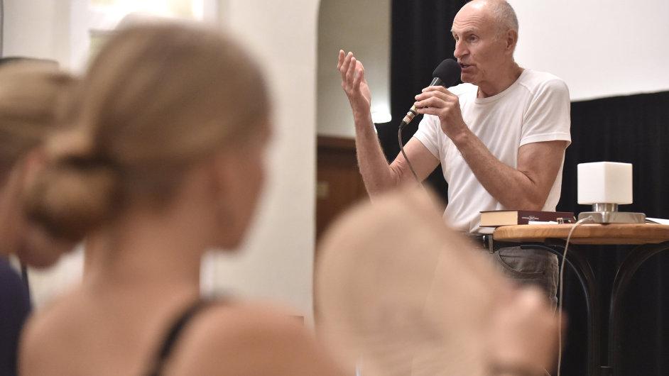 Martin Hilský na snímku ze své přednášky na Letní filmové škole v Uherském Hradišti.
