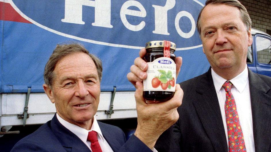 Arend Oetker (vpravo) vlastní také společnost Schwartau, která vyrábí marmelády. Vlevo stojí Rudolf Stump, bývalý šéf koncernu Hero AG.