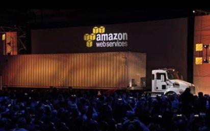 Nenápadný kamion, který uveze 100 milionů gigabytů dat.