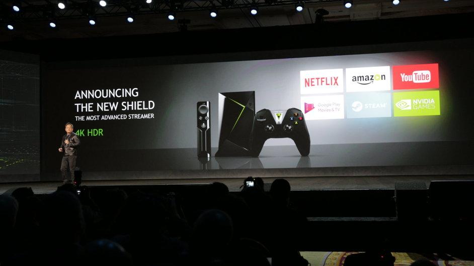 Šéf Nvidie Jen-Hsun Chuang představuje nové zařízení Shield TV.