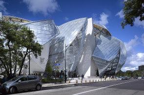 Firma Sipral opatřuje budovy sofistikovanými plášti ze skla a lehkých kovů