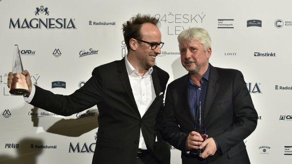 Na snímku s Českými lvy za film Masaryk jsou režisér Julius Ševčík a producent Rudolf Biermann.