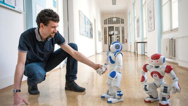 Proč je robot často jen naprogramovaný automat, zatímco i kojenec v sobě má onu tajemnou jiskru, kterou někdy nazýváme duší?