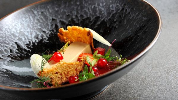 Foie gras paté, jahody, angrešt, jablko