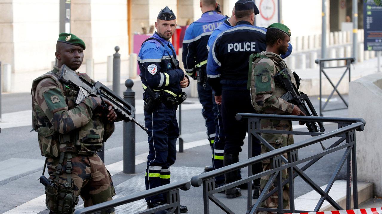Muž zabil nožem dvě ženy na nádraží v Marseille, křičel Bůh je veliký. Francouzská armáda ho poté zastřelila