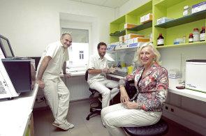 Americká farmaceutická firma uvede na trh lék, který vypíná spouštěč rakoviny v některých nádorech. Češi budou hledat vhodné pacienty