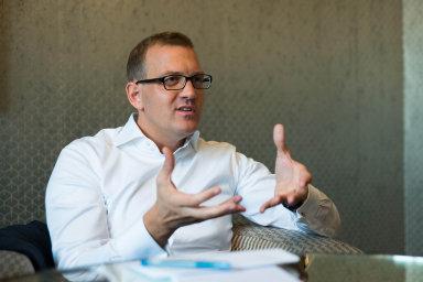 Obchodní partneři Pigasse a Křetínský nyní drží 26,66 procenta ve společnosti Le Monde Libre, která má kontrolu nad 75 procenty kapitálu deníku Le Monde.