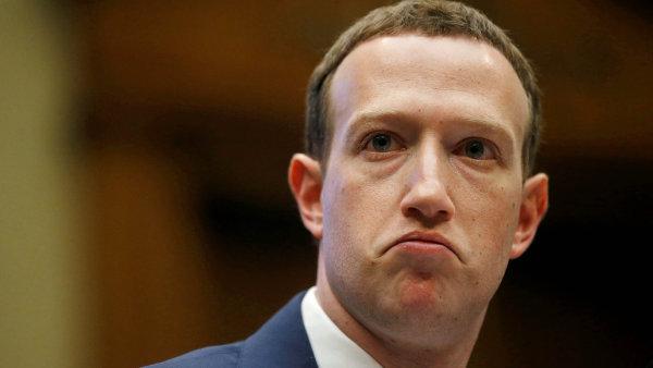 Za dvě hodiny zchudl Mark Zuckerberg o 370 miliard korun, napsal ekonom Lukáš Kovanda.