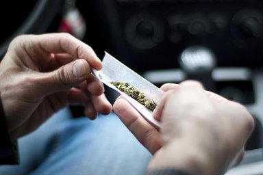 Analýzy vzorků spermatu ukázaly, že u kuřáků marihuany byla průměrná koncentrace spermií 62,7 milionu na mililitr, u nekuřáků pak 45,4 milionu na mililitr - Ilustrační foto.