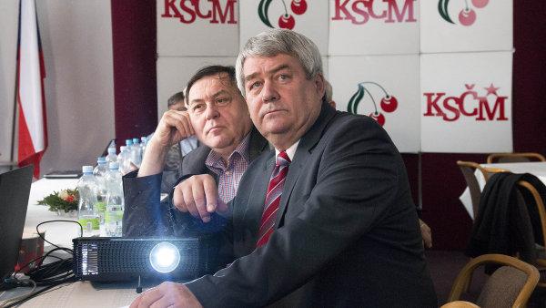 Vláda pomohla KSČM se zdaněním restitucí, potřebuje jejich podporu. Komunisté se snaží ukázat, že bojují s chamtivou církví