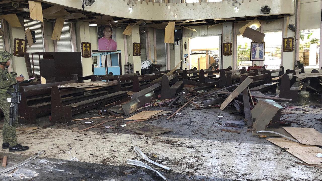 Nálož explodovala během nedělní mše v katedrále či před katedrálou ve městě Jolo na stejnojmenném jihofilipínském ostrově.
