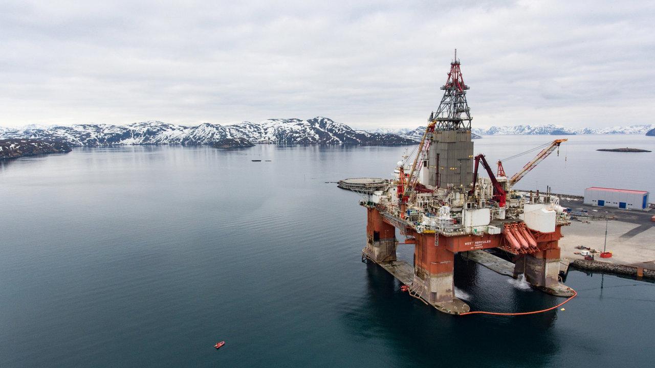 Norská ropná plošina. Nejvíce ropy Brent se vytěží v Severním moři.
