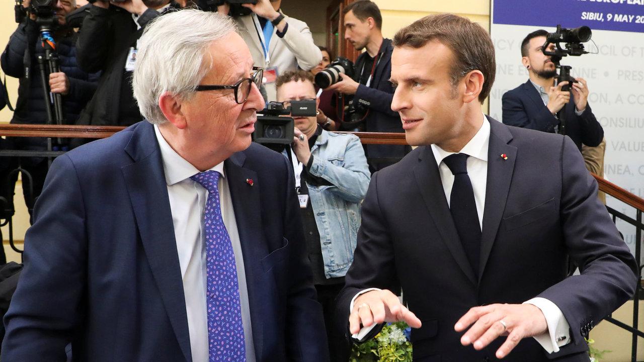 Jean-Claude Juncker a Emmanuel Macron na summitu v Sibiu.