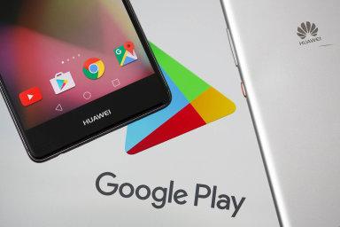 Současní majitelé telefonů Huawei se díky dočasné výjimce zatím mohou připojovat do obchodu s aplikacemi Google Play. Tyto služby už ale nejsou k dispozici u nových modelů. - Ilustrační foto.