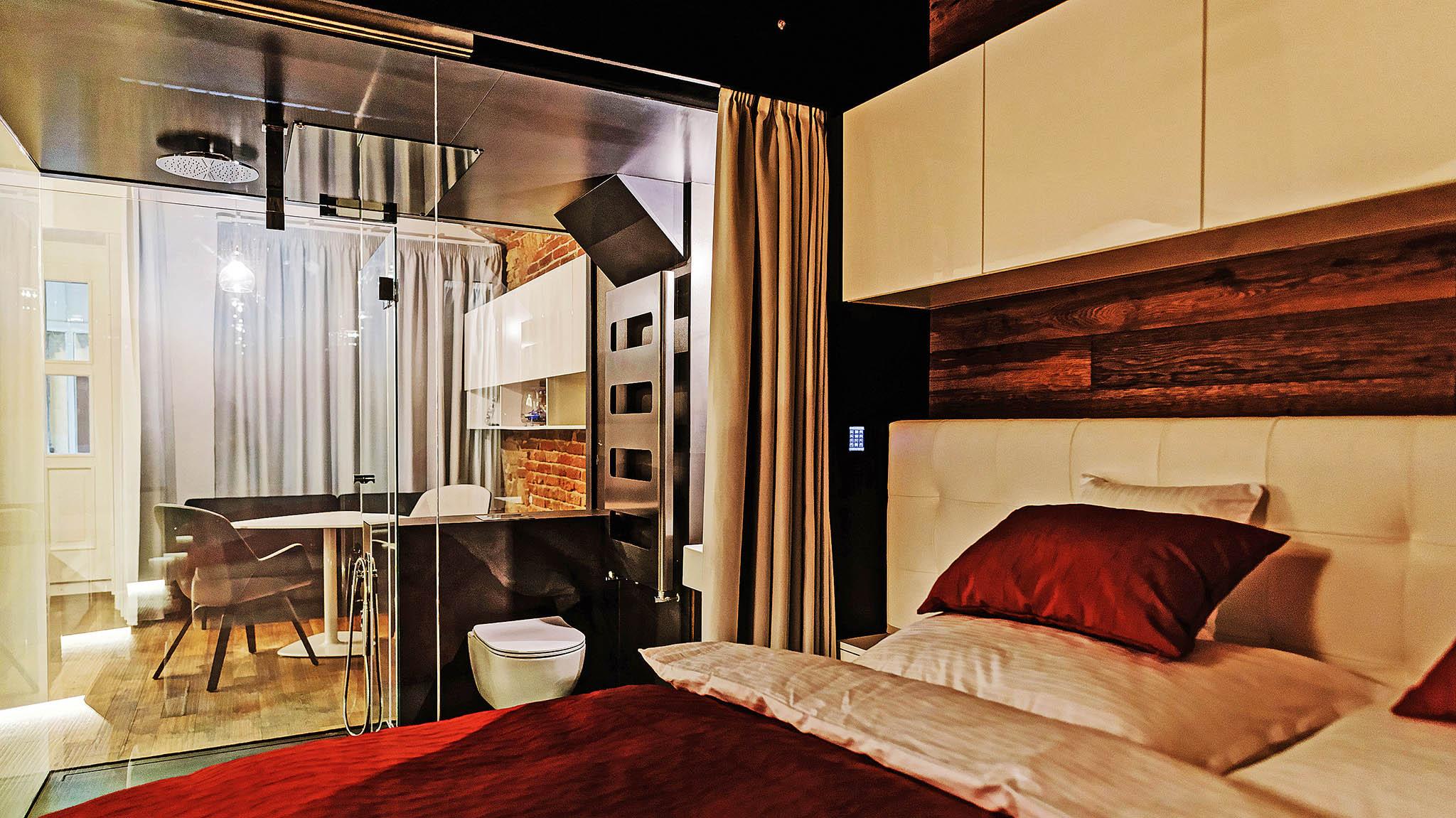 Minibyty jsou komplikované iproto,že se namalé místo musí vejít stejné množství technologií afunkcí jako ubytu velkého.