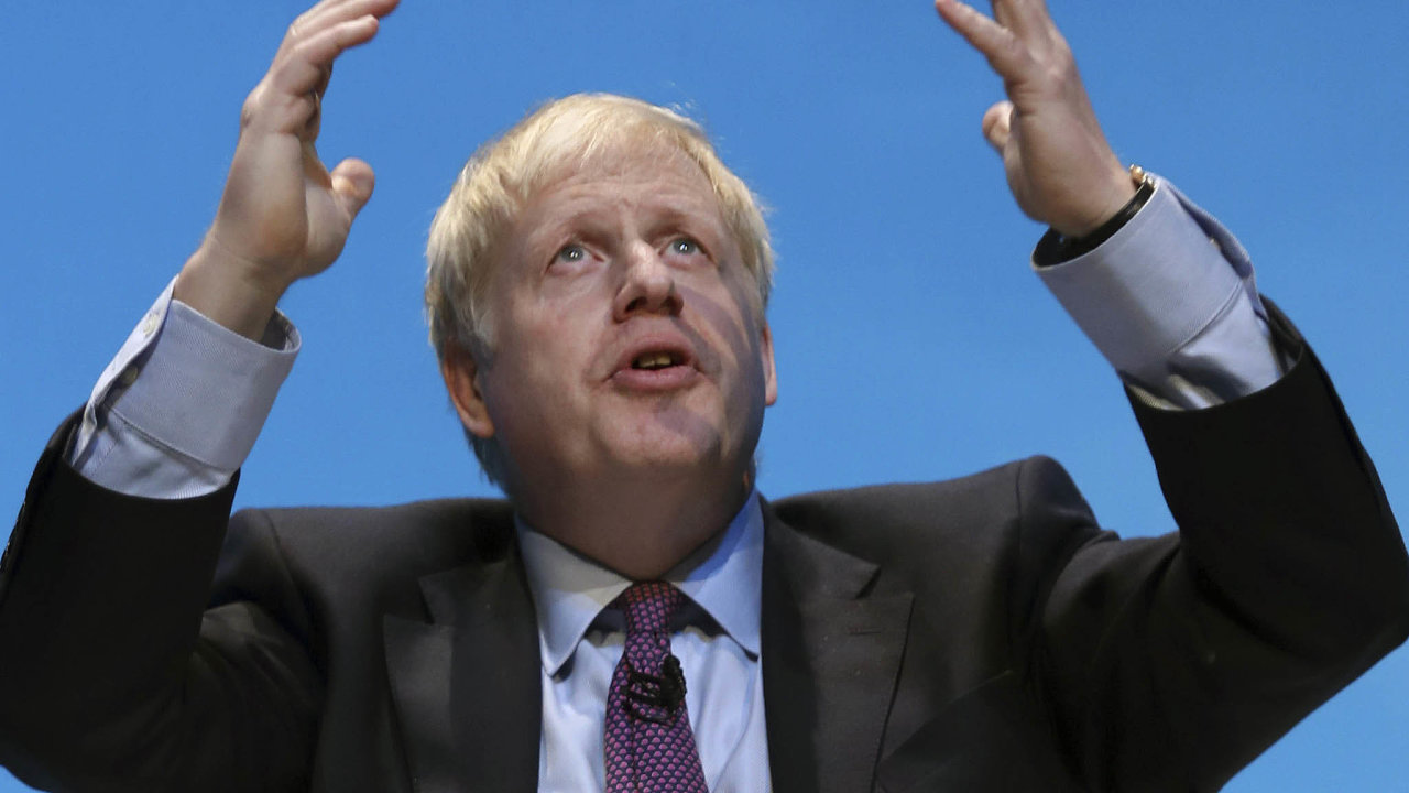 Vlasy už sice nemá rozcuchané, cvičí jógu azhubnul. Borise Johnsona teď mohou ovysněný post britského premiéra připravit skandály vsoukromém životě ito, že byl několikrát přistižen při lži.