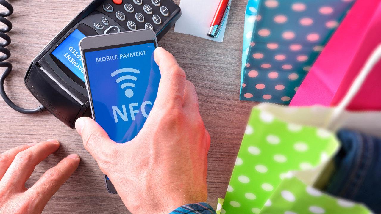 VČesku jsou podle expertních odhadů zhruba čtyři miliony telefonů vybavených NFC čipem pro bezkontaktní placení.