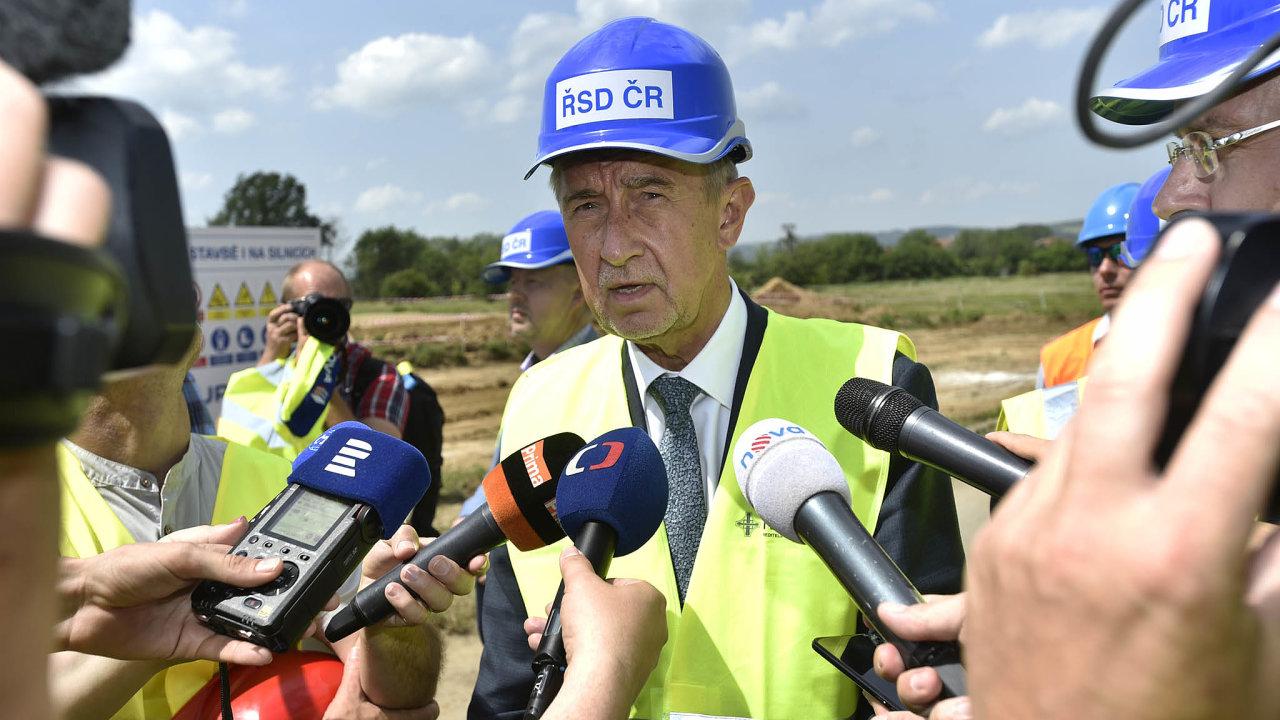 Premiér Andrej Babiš si získává pověst faktického ministra dopravy.