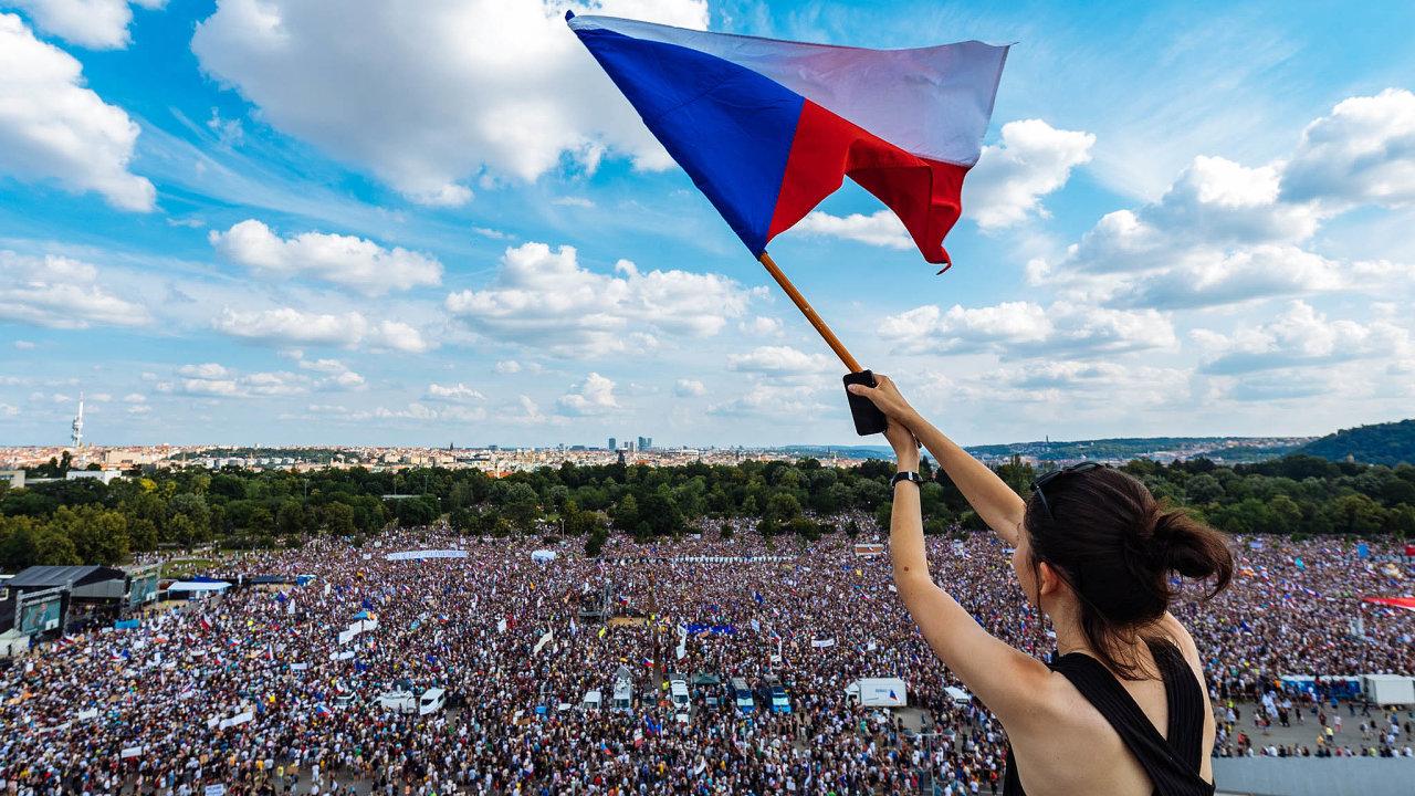 Protestujeme. Nanejvětší demonstraci odroku 1989 se 23. června sešlo přes čtvrt milionu lidí.