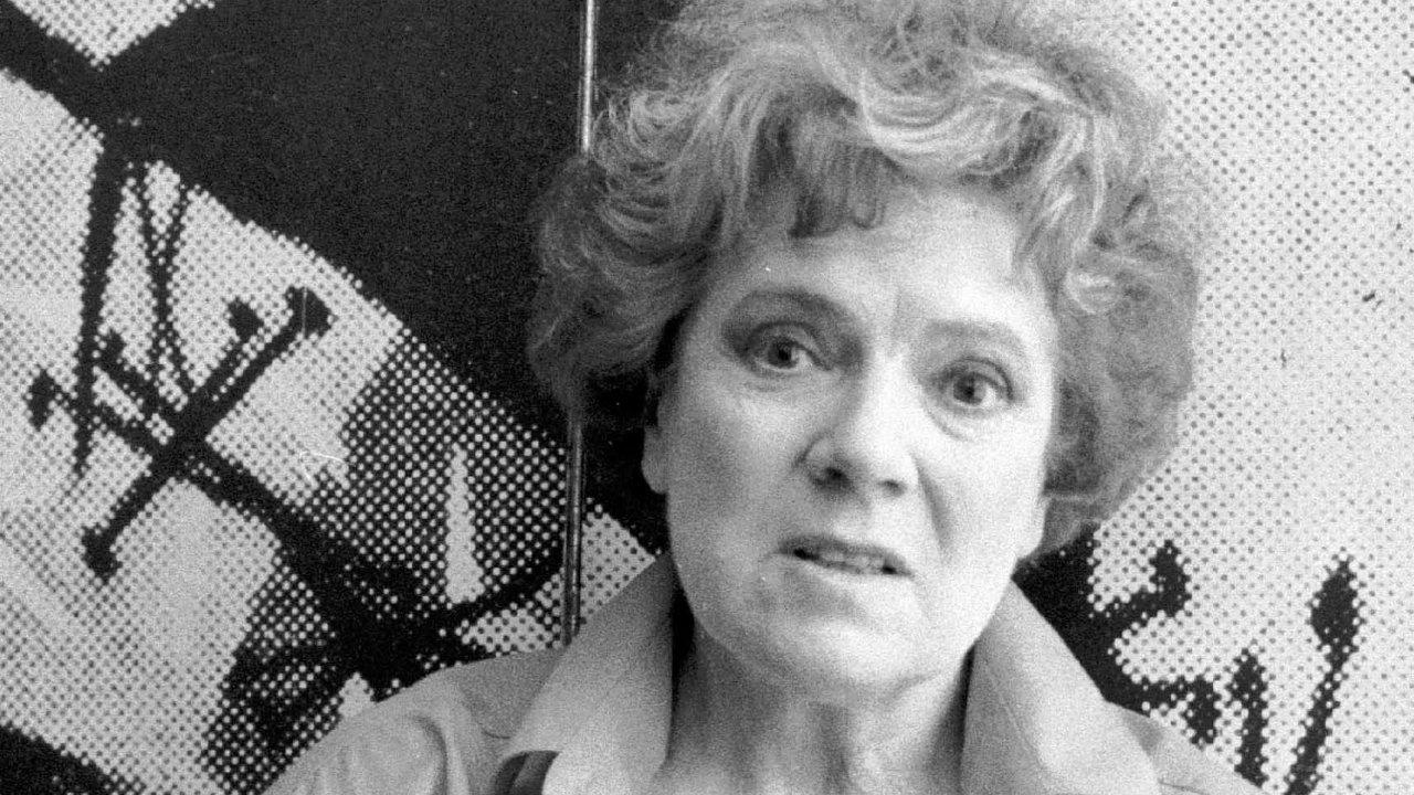 Zasvé nekonformní postoje posrpnu 1968 mělaVlasta Chramostová dlouhá léta zákaz hrát vefilmu, televizi irozhlase.