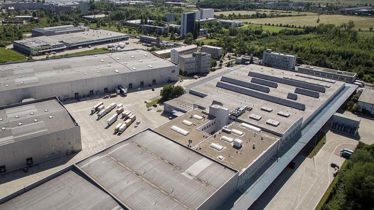 Na českém aslovenském realitním trhu se odehrál nový miliardový obchod. Týká se čtyř logistických center. Vlastníkem hal se stala globální realitní společnost TPG Real Estate.
