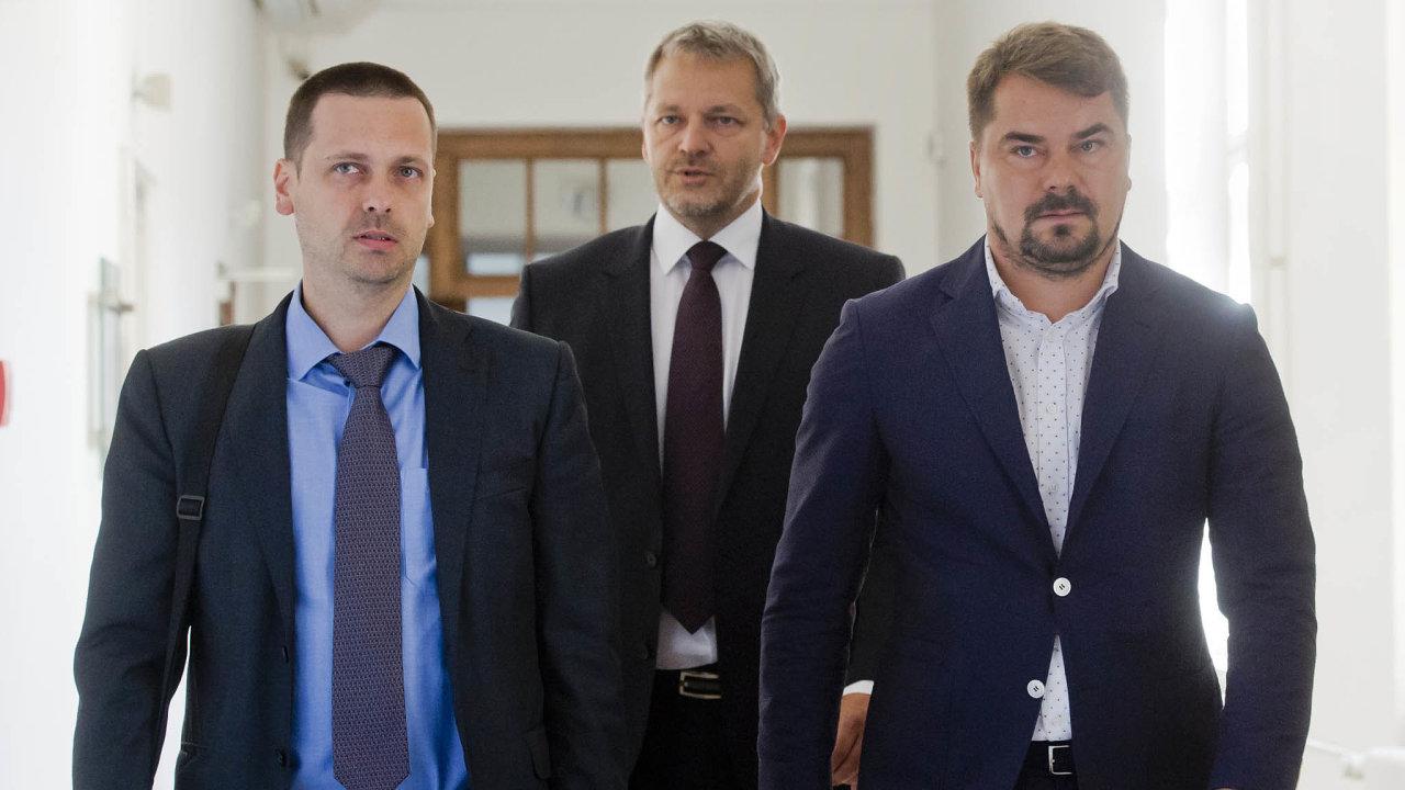 Zleva na snímku z července 2017 Dalíkovi obhájci Tomáš Gřivna a Vlastimil Rampula.