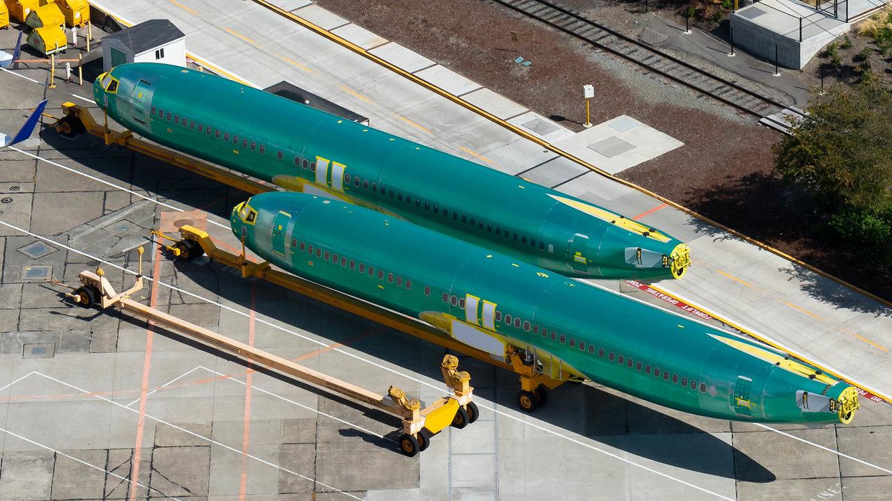 Boeing skončil: kvůli neustálému odkládání návratu 737 Max doprovozu přestal Boeing tyto stroje dočasně vyrábět.