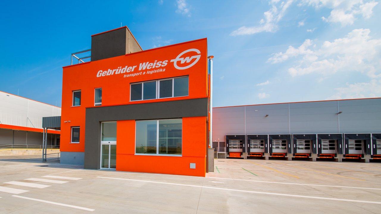 Gebrüder Weiss má hlavní moravský terminál v Syrovicích na jižní Moravě.