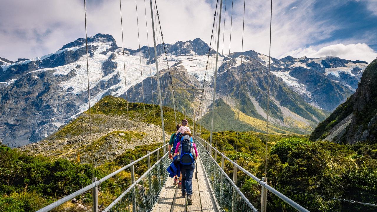 Novozélandské scenérie v oblasti Hooker Valley Track v Mount Cook.