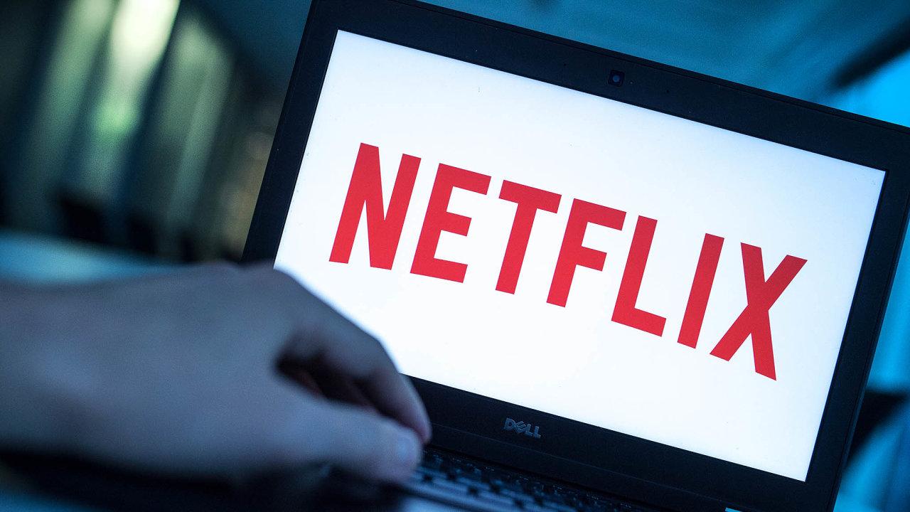 Netflix v posledních měsících těží z toho, že jsou lidé více doma. A že není odkázán na příjmy z inzerce.