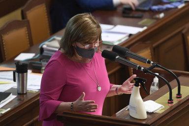Přispějte: Ministryně financí Alena Schillerová (zaANO) uspěla stím, aby města akraje přispěly nabonus pro malé firmy apodnikatele, aniž by zato získaly kompenzaci zestátního rozpočtu.