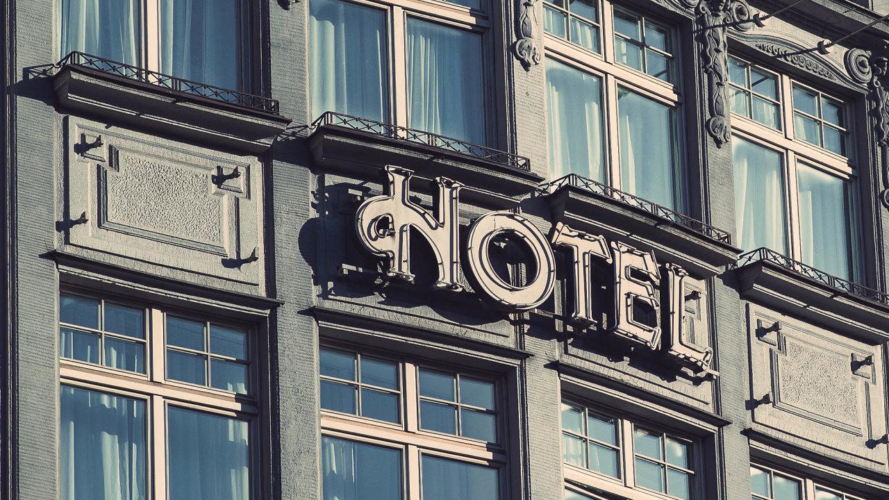Hotely vproblémech. Hoteliéři věřili, že jim pomohou vouchery, které slibovalo ministerstvo pro místní rozvoj. Teď upínají naději kpřímým dotacím.