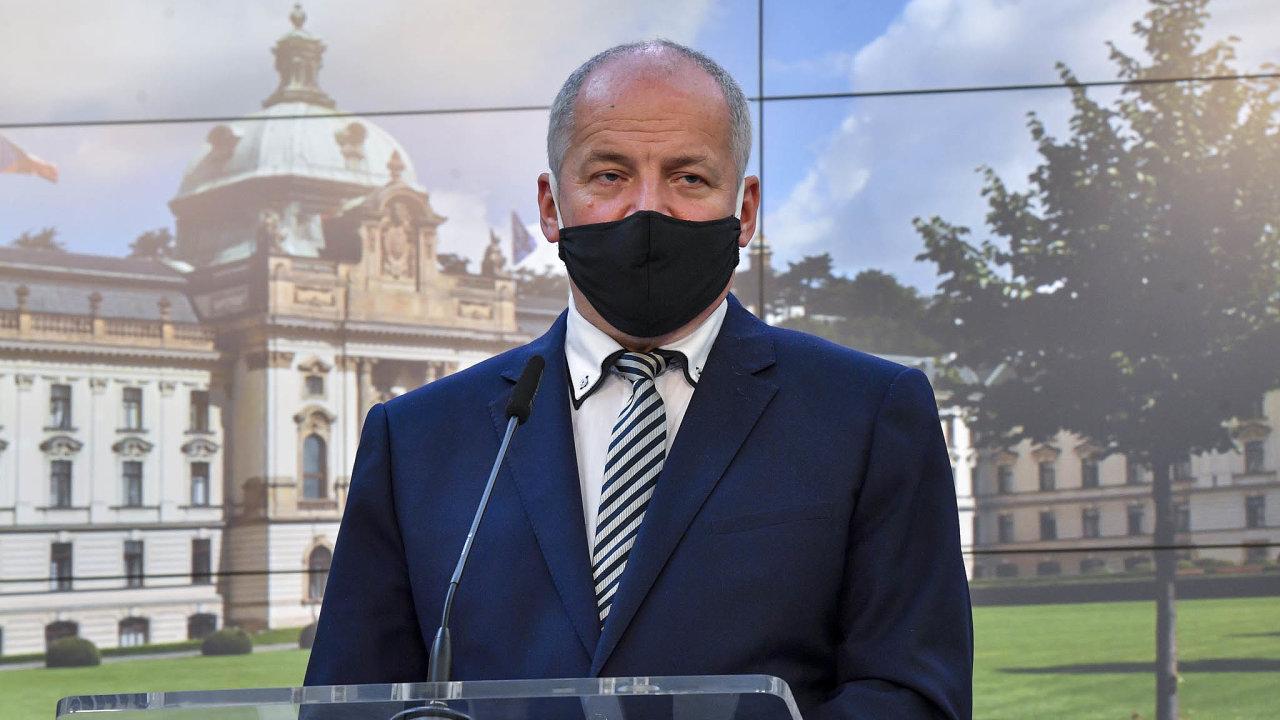 Ministr zdravotnictví Roman Prymula oznámil tvrdé restrikce na tiskové konferenci, premiér Andrej Babiš na ni nepřišel.