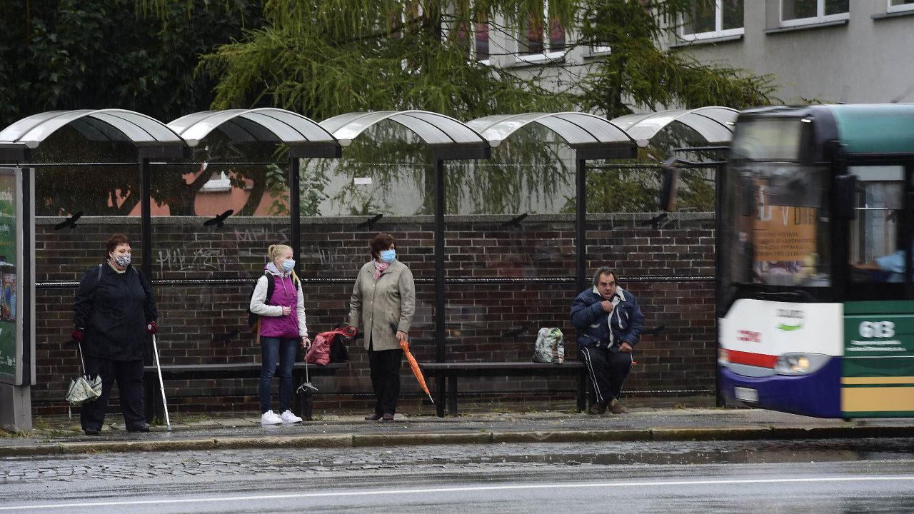 Ve Středočeském kraji se plánuje zrušení jízdného zdarma pro studenty a seniory.