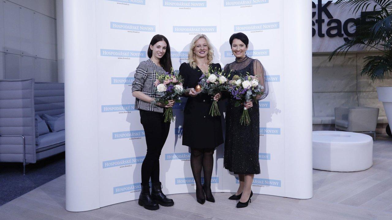 TOP ženy 2020: Zprava vítězka Radka Prokopová, výkonná ředitelka Alcaplastu, Martina Vítková, spolumajitelka a finanční ředitelka NWT, a Michaela Matějková, spoluzakladatelka Skinners (start-up).