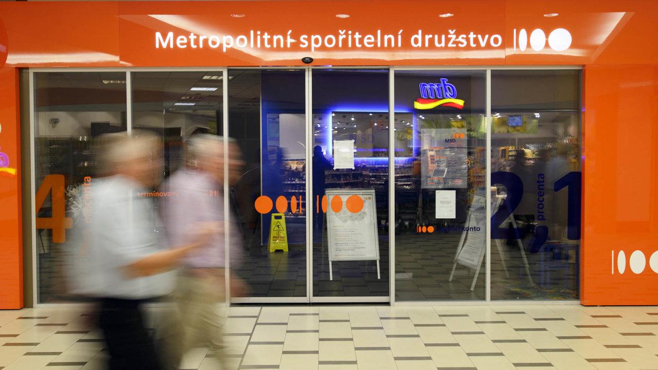 Metropolitní kampelička padla napodzim 2013 aFond pojištění vkladů musel jejím vkladatelům vyplatit přes12 miliard korun.
