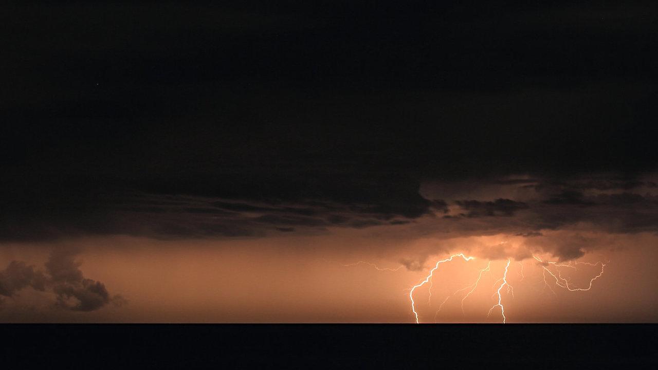 Na Moravě a ve Slezsku hrozí v neděli velmi silné bouřky.