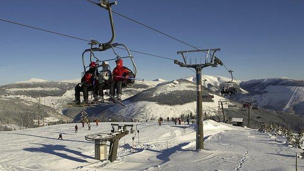 V Krkonoších by se mohlo lyžovat už příští víkend - Ilustrační foto.