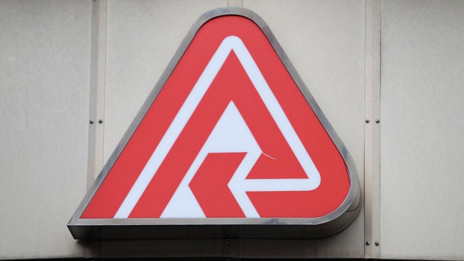 Logo VZP na jejím sídle.