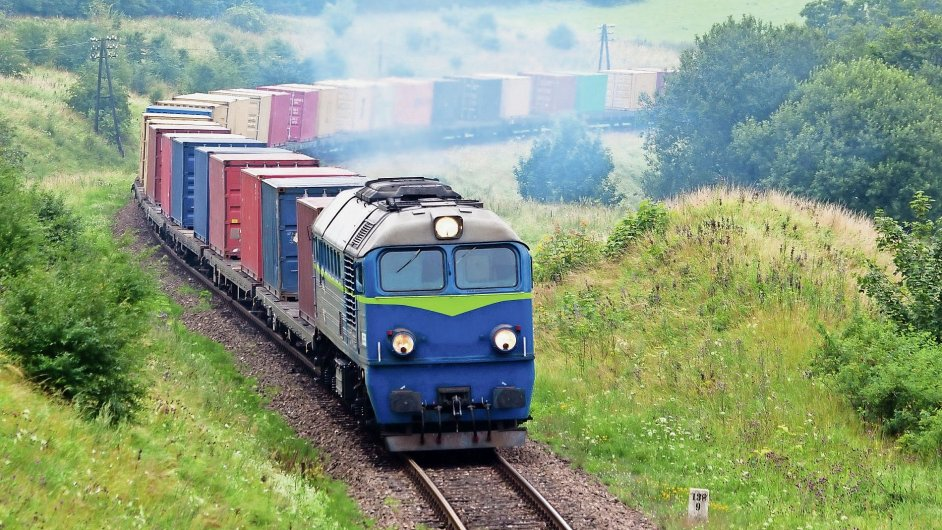 Nákladní vlak (Ilustrační foto).