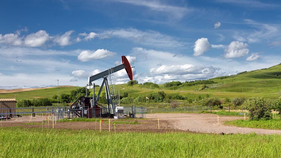 Těžba ropy v kanadské provincii Alberta. (Ilustrační foto)