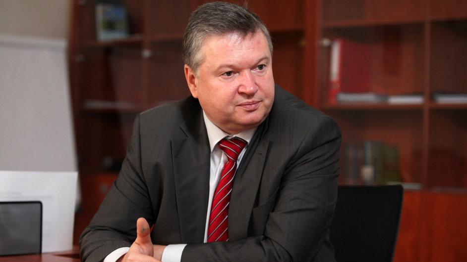 Šéf Správy státních hmotných rezerv Pavel Švagr chce prodat nepotřebné objekty a zlepšit využívání zbylých skladů.