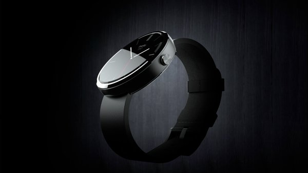 Moto 360: M�sto �perku s chytr�mi funkcemi je tu zklam�n� z designu i baterie
