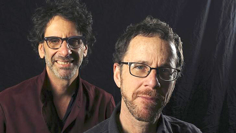 Joel a Ethan Coenové vloni v listopadu v Kalifornii.