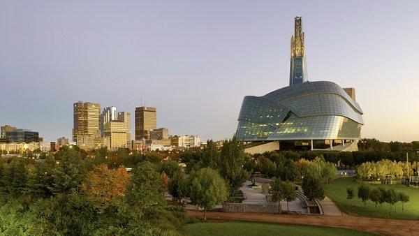 Hora betonu, oceli a skla. V Kanad� otev�elo prvn� Muzeum lidsk�ch pr�v