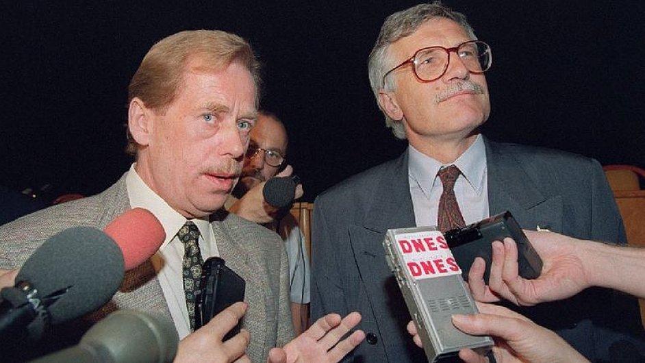 Historik: Klaus pevně zakořenil, Havel neměl sílu ho odvolat