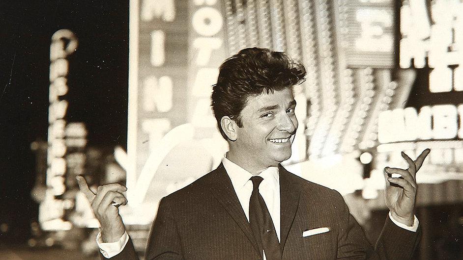 Na snímku Zeki Müren při návštěvě Spojených států roku 1963.